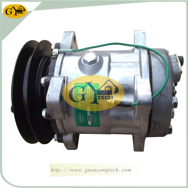 820后出 - KATO820 Air Compressor Pump  Excavator air conditional Pump for KATO Excavator 709-81900100 447200-7344 4472007344